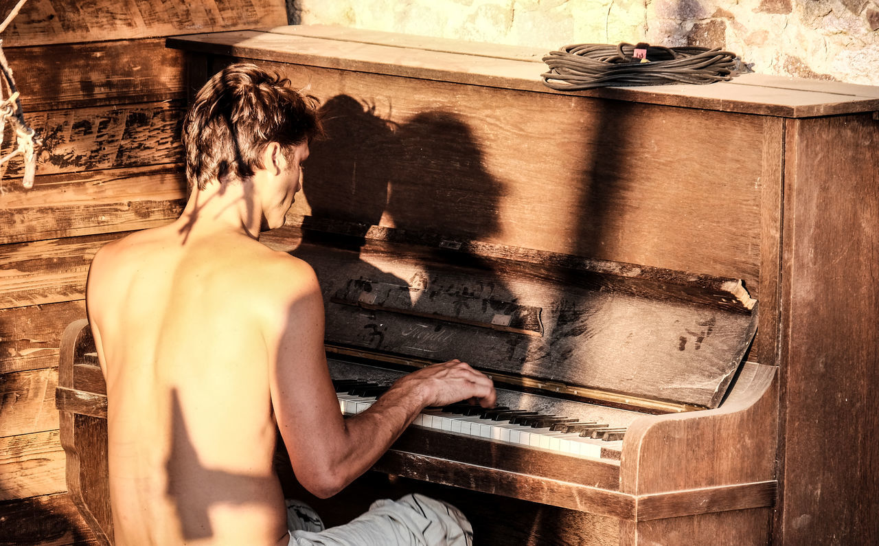 Alternative Festival Art And Craft Artist Arts Culture And Entertainment Band Festival FUJIFILM X-T1 Showing Imperfection Großkagen Lifestyles Music Musical Instrument One Person Pianist Piano Piano Playing Piano Shadows Sitting Song Streetmusic Streetmusician Sunset Unplugged Vintage Piano