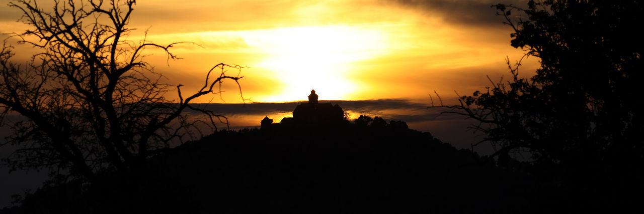 Wachsenburg - eine der Burgen der Drei Gleichen Beauty In Nature Burg Drei Gleichen Nature No People Outdoors Sky Sky And Clouds Sonnenuntergang Tranquility Tree Wachsenburg Be. Ready.