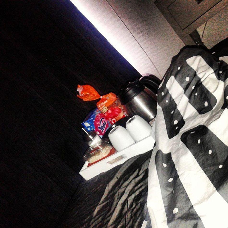 Brunch op bed. Hoe lief!♥♥ Sweet Love Brunch Feelingill food coffee