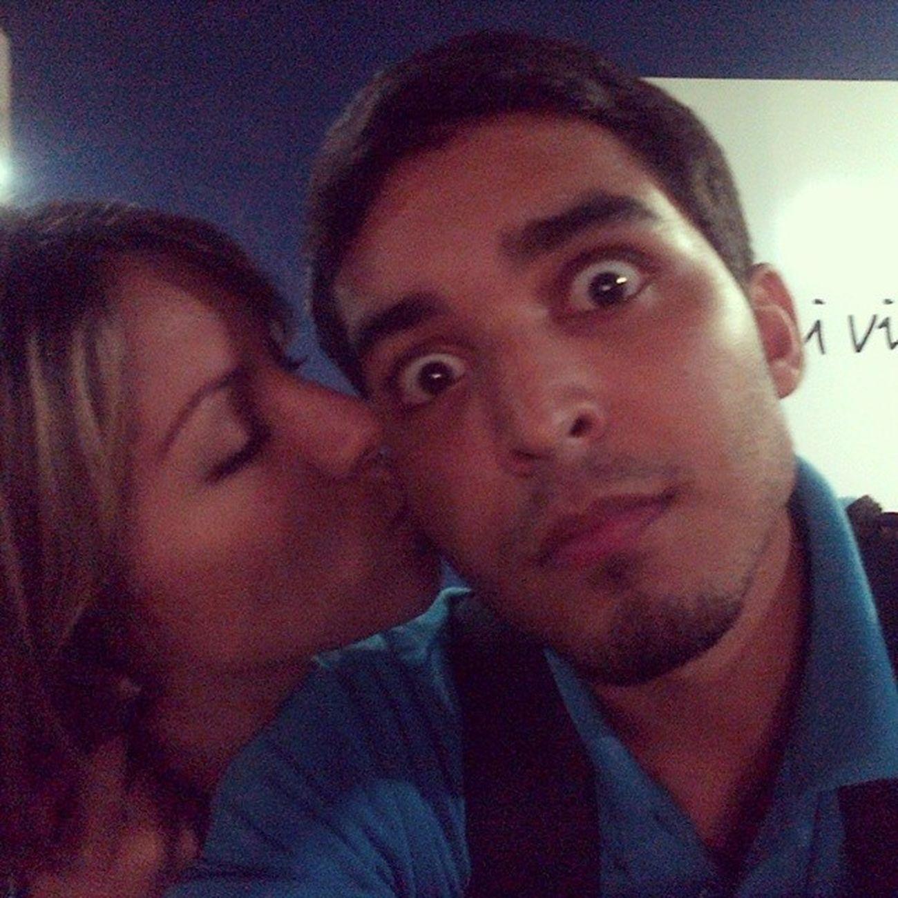 Jajajaja él siempre y sus caras ?? Nopuedoconél Tortus Memories Selfie couple old girl boy kiss weird funny moment date jw
