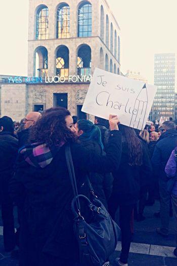Je suis Charlie ✏️ Je suis Ahmed ✨ Milano,Piazza del duomo.10/01/2015