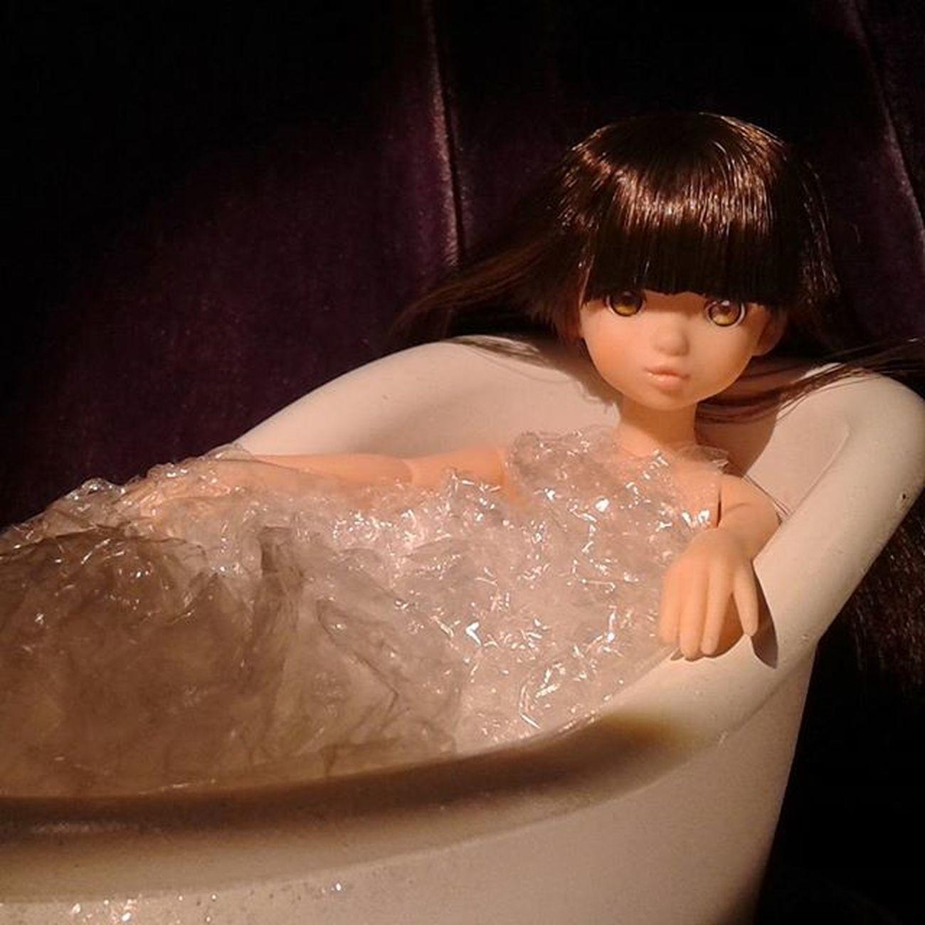 After Dance class, Ruruko cools down in the bath.... **************** Doll Dolls Dollstagram Dollphotogallery DollPhotography Toy Toys Toygroup_alliance Toyartistry Toyphotogallery Toyphotography Toyunion Toyplanet Toys4life Toyslagram Toyrevolution Toycrewbuddies Petworks Toycrewbuddiesjp Japan Nippon Sekiguchi Rurukodoll