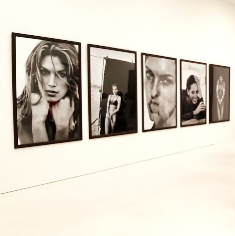 CINDY, CHRISTY & CO🔱 Kunsthalle München Peter Lindbergh Photographer Exhibition Ausstellung Portrait Model Shoot Models Eye4photography  Fünf Höfe München Streetphotographer München,Germany From My Point Of View Munich The Week On Eyem Eye4photography  Walking Around Taking Pictures Sidewalk Photograhy Cindy Crawford ChristyTurlington Portrait Photography Bw_lover BW_photography Bw_portraits EyeEm Selects