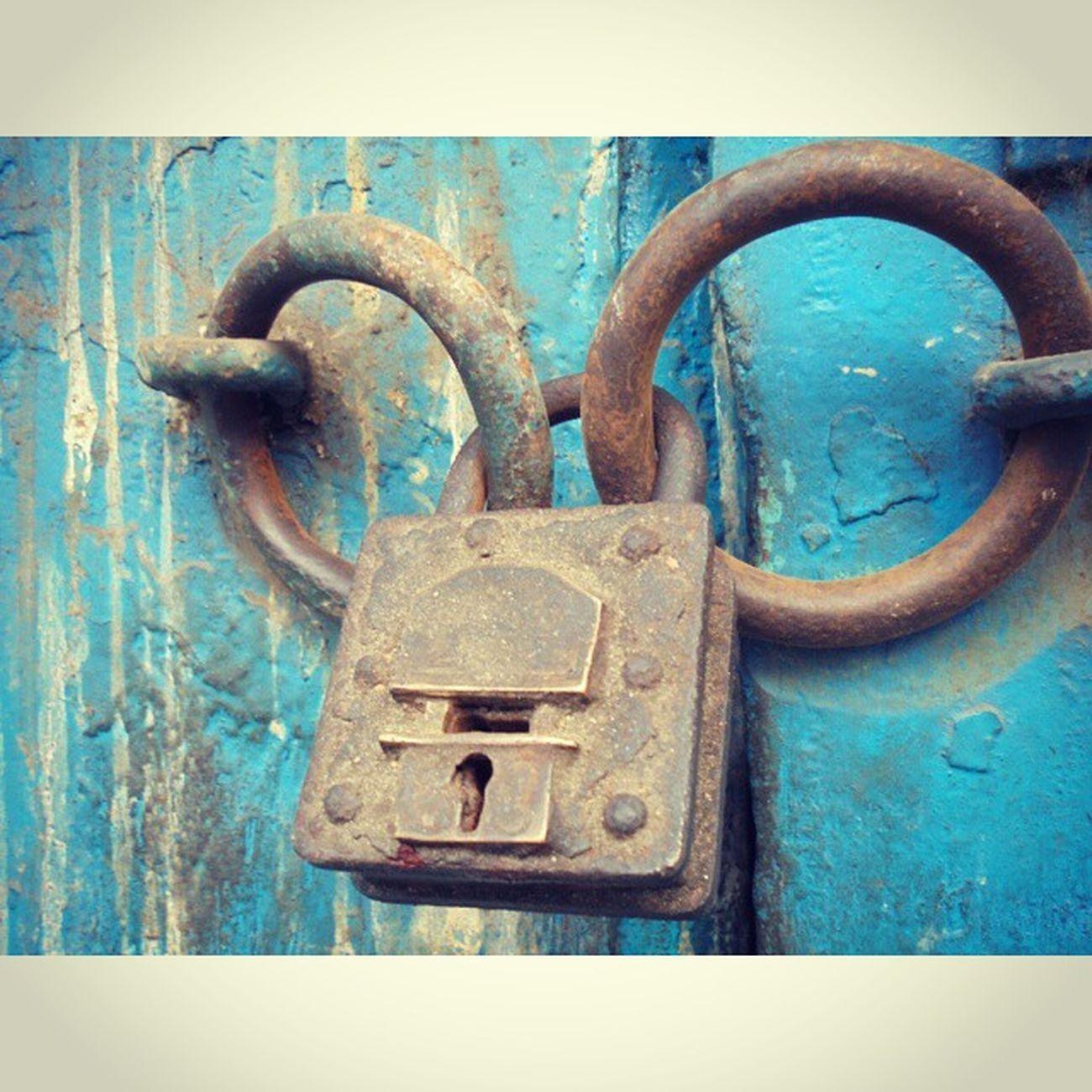 Double lock = Double Security !! Shot during KolkataInstameet , Theme Doors, Locks and Windows Wwim11 Wwimkol11 LocksOfCalcutta Kolinstameet _cic _soi Streetphotogrphy Streetsofkolkata Instagram Instameet Igramming_india Oyeitsindia Calcuttacacophony Mobileclick Iron Rust Smartphone_photography Sony_xperia Oldcalcutta Northkolkata Whywealllovecalcutta