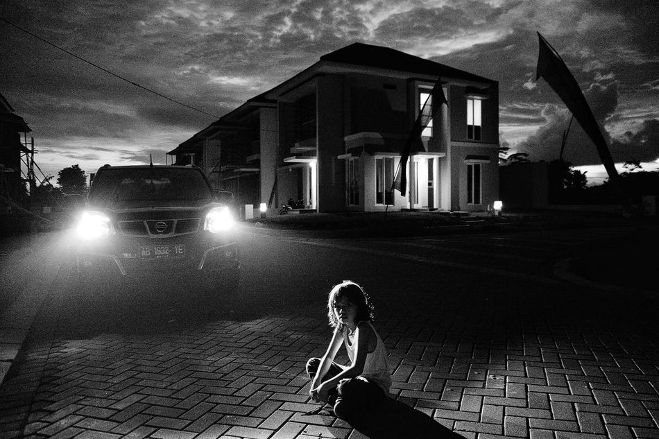 My daughter was sitting People Daughter Dramatic Sky Sunset Xtrail Estate Photography The City Light