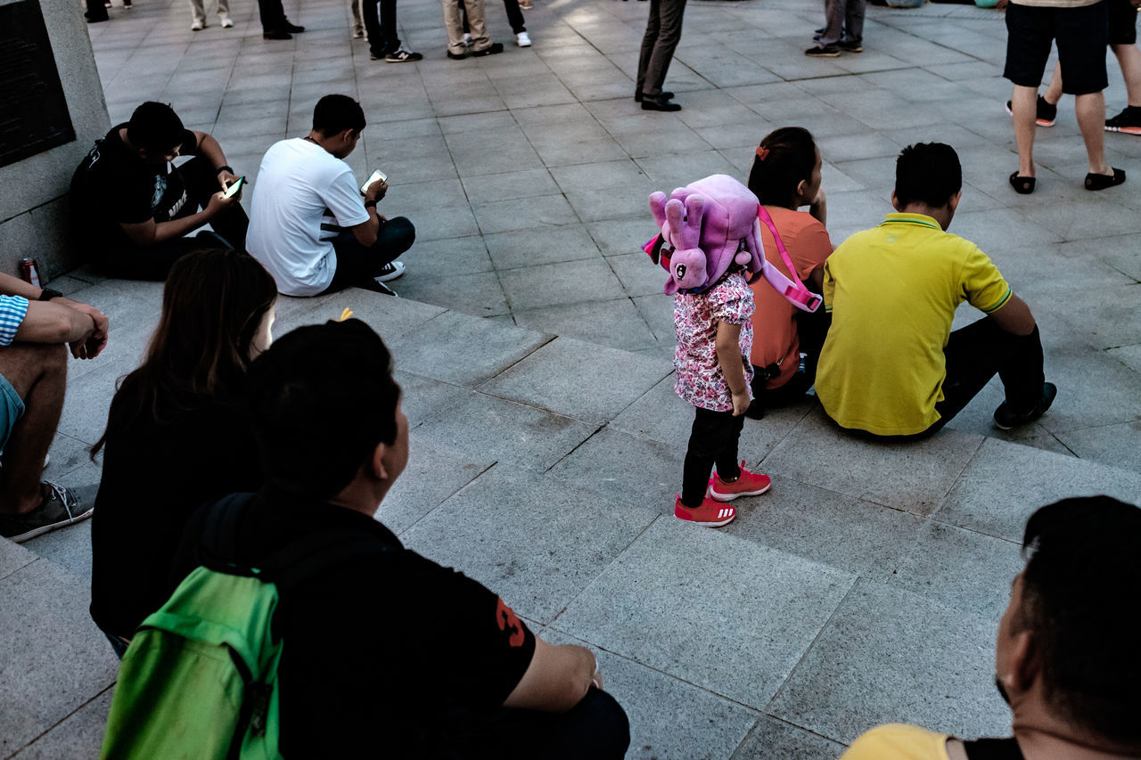 Real People Sitting People Outdoors Evening Steps Girl Child Bag Hat Walking Blindly Street Photography Streetphotography Streetphoto_color Streetlife Street Life Everybodystreet FUJIFILM X-T1