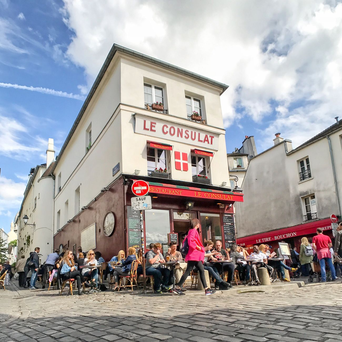Bonsoir Paris! Have a great week! Cloud - Sky Paris ❤ Travel Destinations Paris Photooftheday Parisweloveyou EyeEm Best Shots People