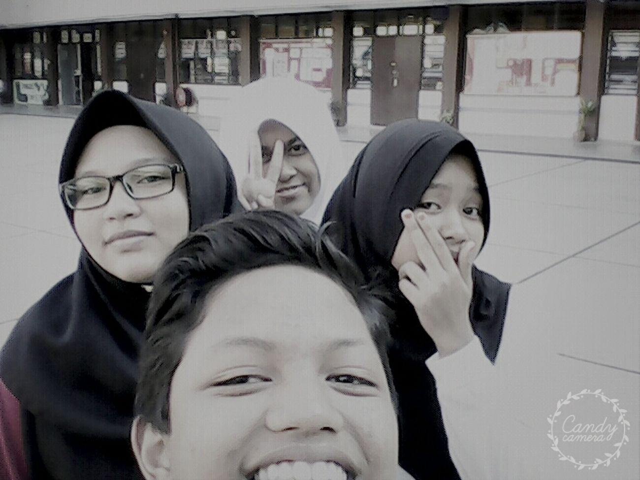 Me and friends hava a project at school.... tapi cikgu x dtg..