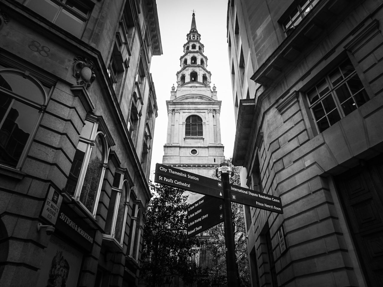 Building Exterior Built Structure Londra Stay Strong London Life Londoncity Londonthroughmycam Londononly Londonlife LONDON❤ London Lifestyle London_only London Blackandwhite Black And White Blackandwhitephotography City Street Cityexplorer City Canon Canonphotography Mypic Instagram Pics Low Angle View Outdoors