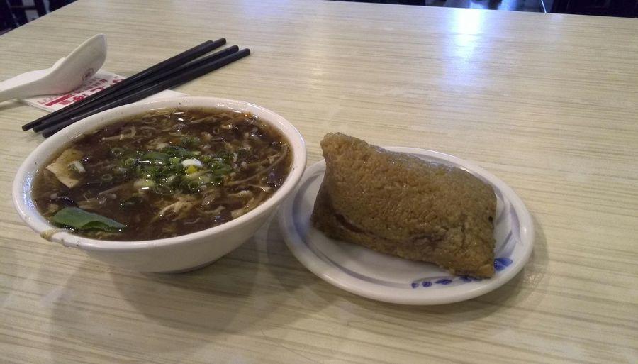 小上海で昼飯。粽、酸辣湯、 Taiwan Food Taipei Taipei Life