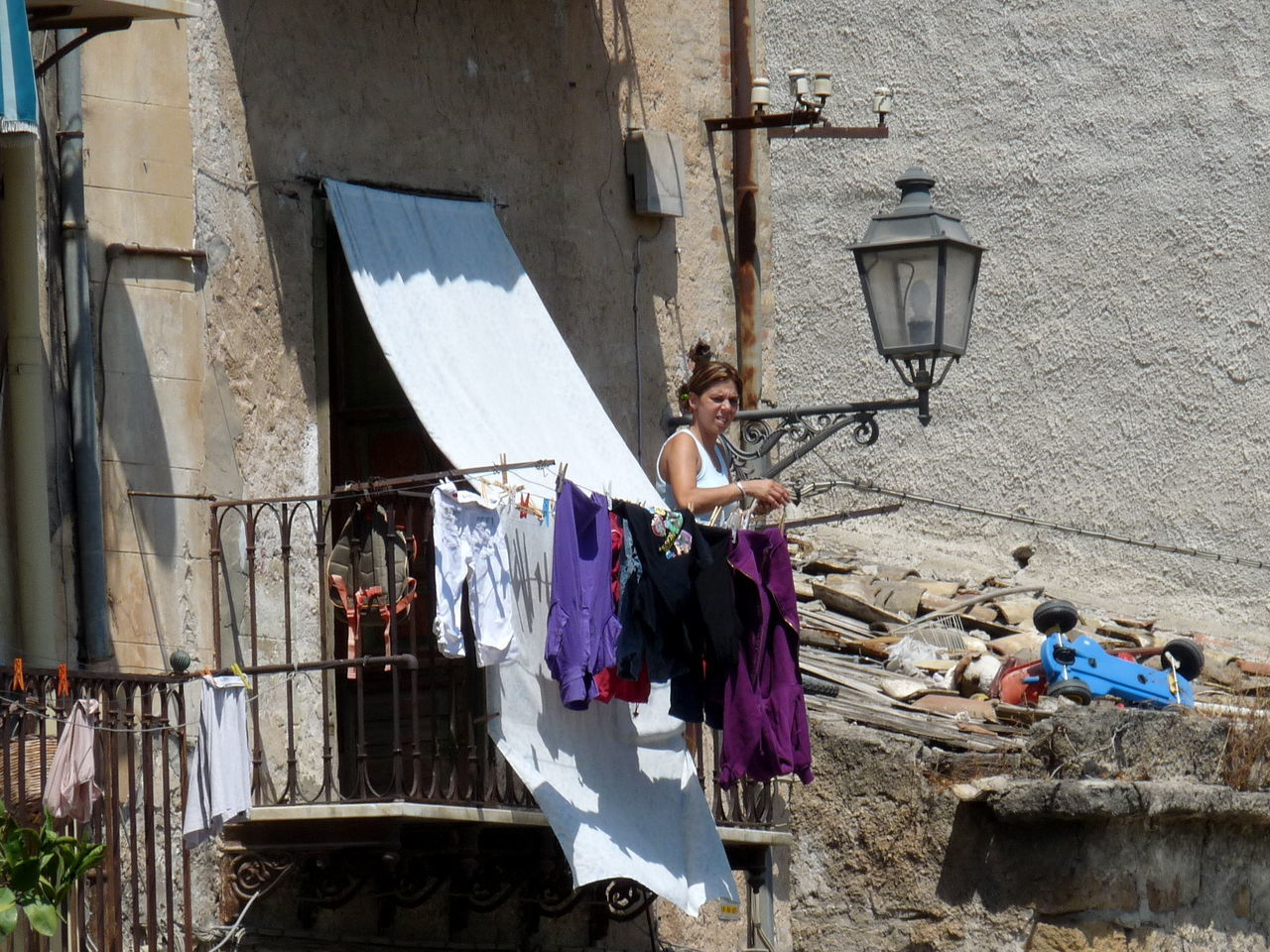 Balcony Building Exterior Drying Laundry Everyday Life Lifestyles light and reflection Outdoors Real People Sunshade Adapted To The City