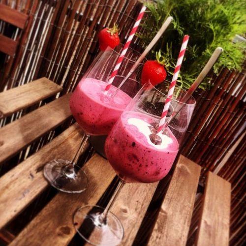 Smoothie Strawberry Milkshake Glasses Straw Strawberries Straws Paper Straw Chocolate Drink The Essence Of Summer