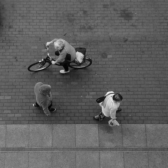 Busy day in Rumia | Blackandwhite Photography Bnw Stranger Streetphoto_bw Black&white Hanging Out
