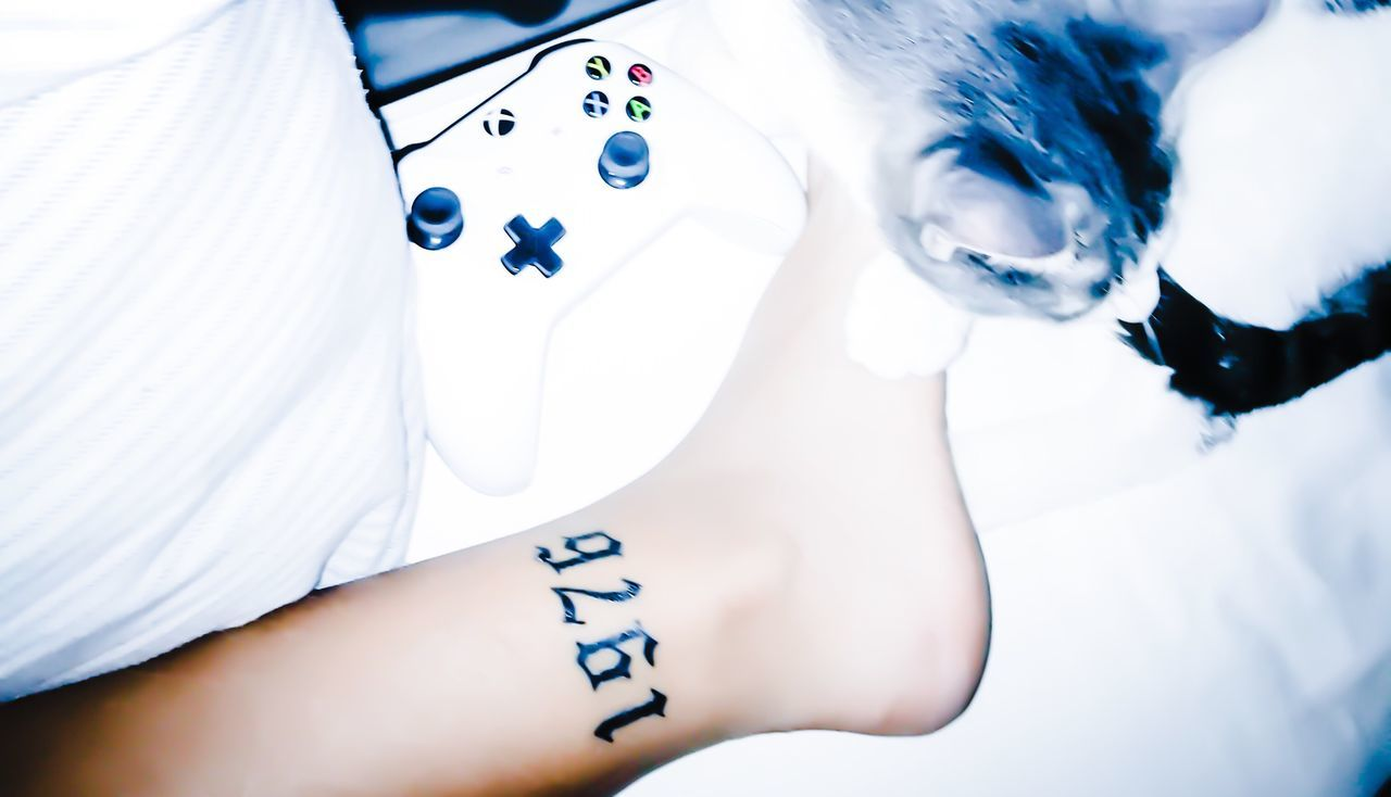 1976 Tattoo Kitty Xbox Controller Cinematic Leg Foot Literally Dying
