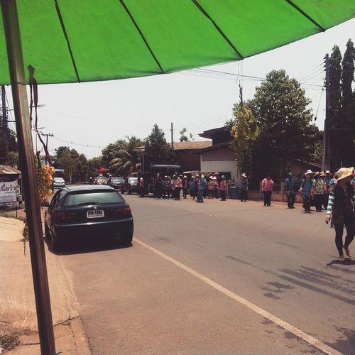 แห่หลวงพ่อโต วัดไผ่ล้อมรอบหมู่บ้าน... Songkran SongkranDay Songkran2015 SongkranFestival Uttaradit เก็บตก