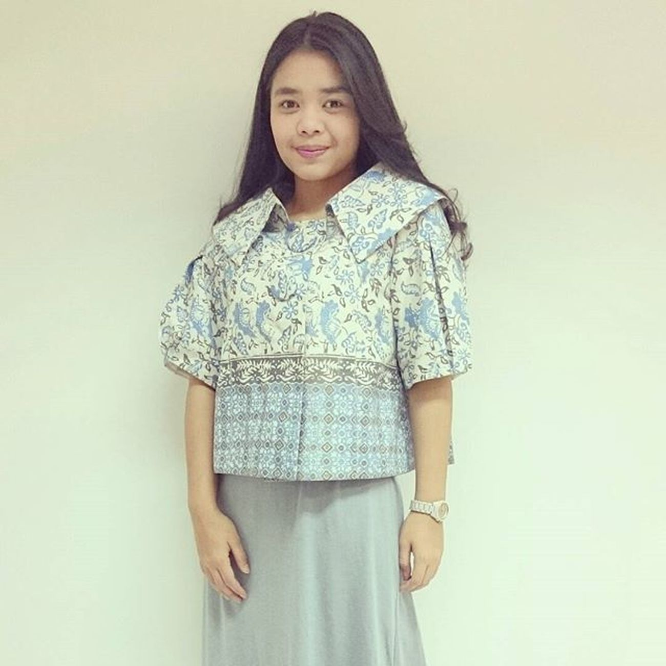 Batik adalah simbol dari keanggunan wanita Indonesia... Mariberbatik BatikIndonesia Batikindigo Melindawijayaindonesia Warm Regards @melindawijayaindonesia
