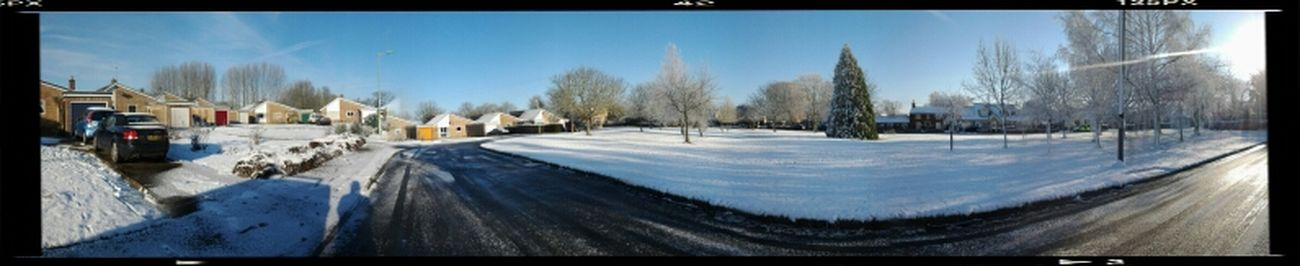 The snow is so beautiful, this is what it looks like outside my house !