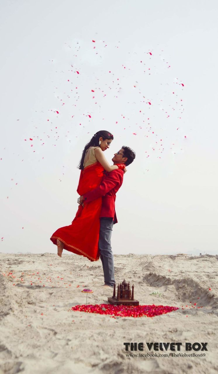two people, love, togetherness, full length, mid-air, red, real people, clear sky, motion, day, outdoors, bonding, happiness, sky, young women, balloon, nature, young adult