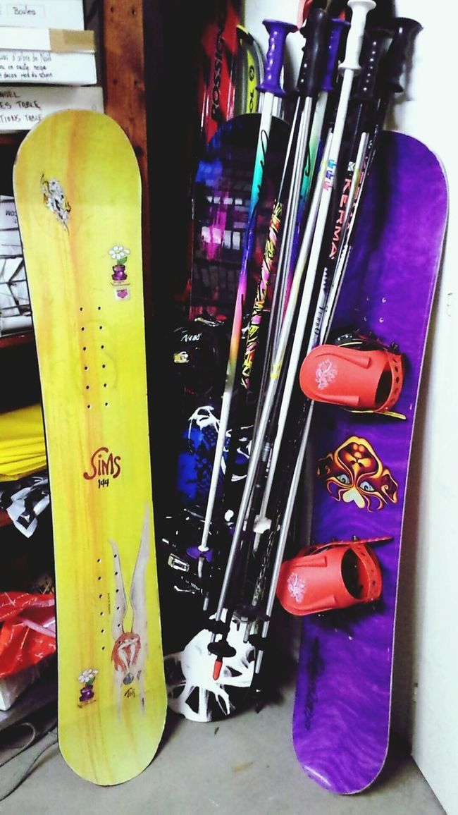 Yep it's time to sorting and storage the ski & snowboard stuff for this winter. There's too much mess in my basement. Oldschool stuff with my Sims & Libtechnologie promodel. Nitro is my new one. Winteriscoming Snowboarding Newstuff Sims Nitro Oldschool Ready To Go Ski Snowboardinggirl