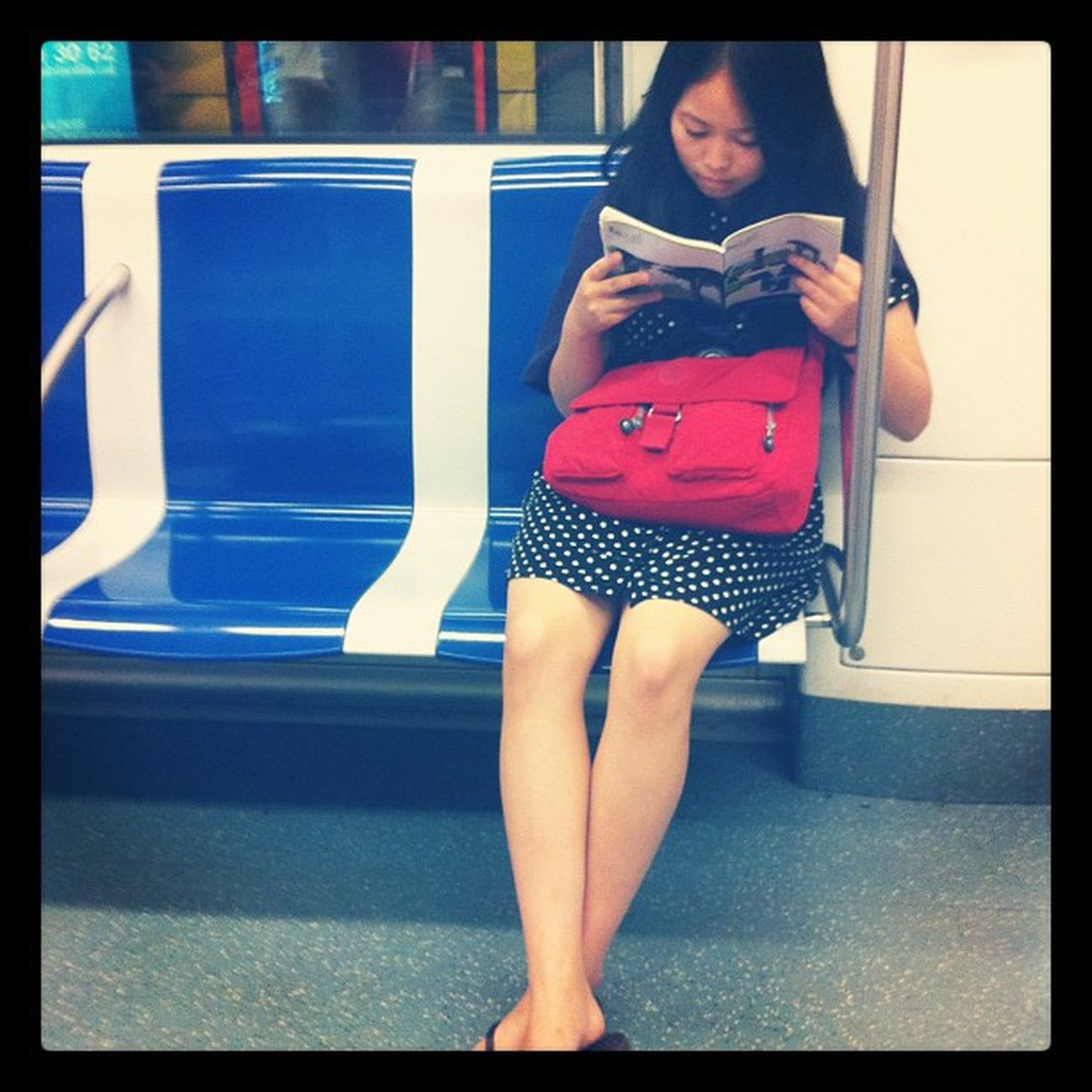 Ink361 People Annonymus Reading metro