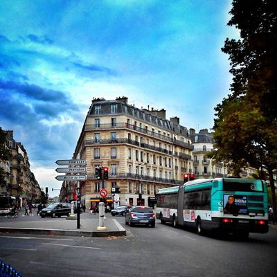 Rues de Paris / #street of #Paris Citybestpics Decisive_instant Street Street_series Paris Igersfrance Igersparis Streetphotographer Allshots_ Stunning_shots Igs_photos Urm_feature Ig_photoflair Ig_europe Splendid_shotz Ig_france Thebestphotographers