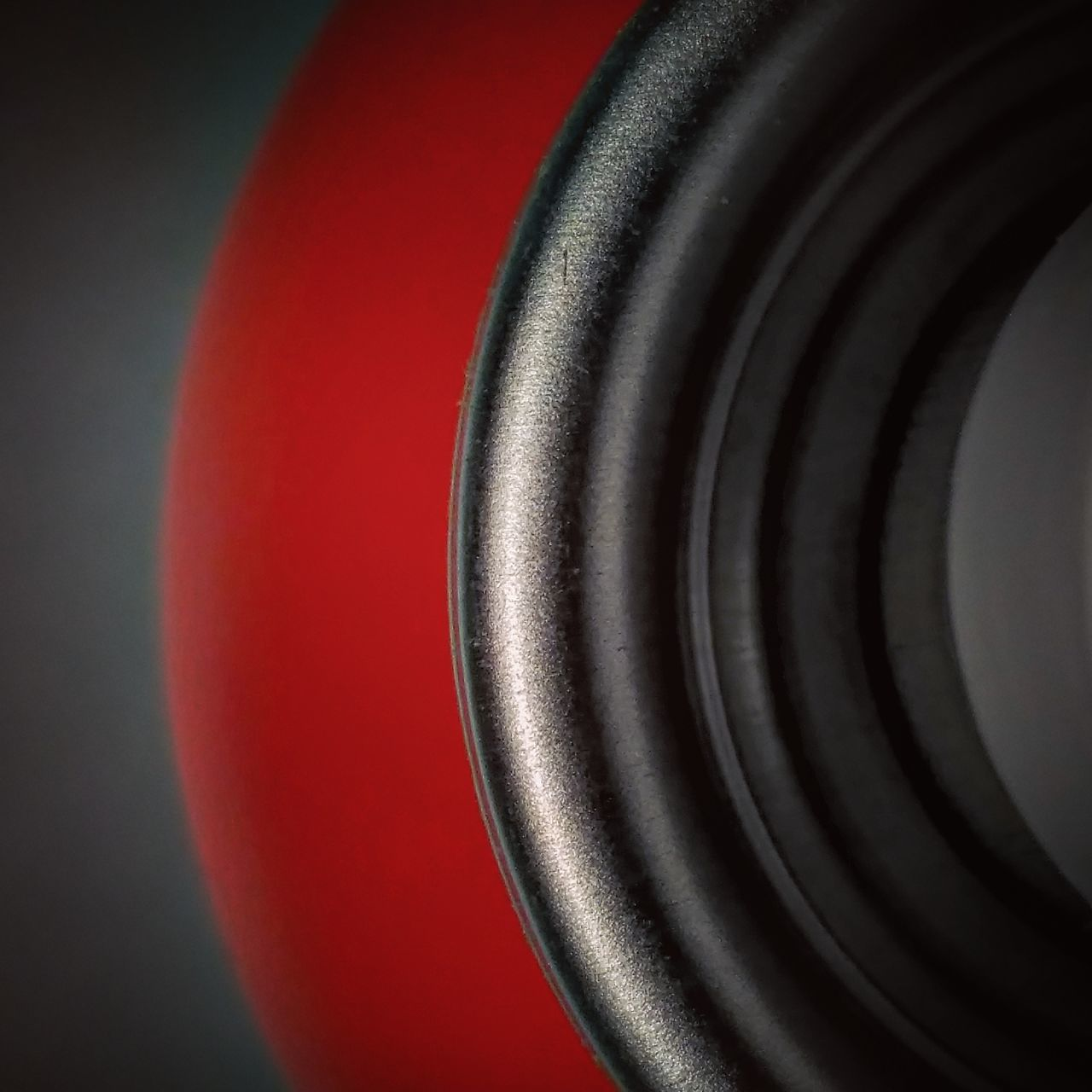 circle, red, close-up, technology, indoors, no people, textured, studio shot, day