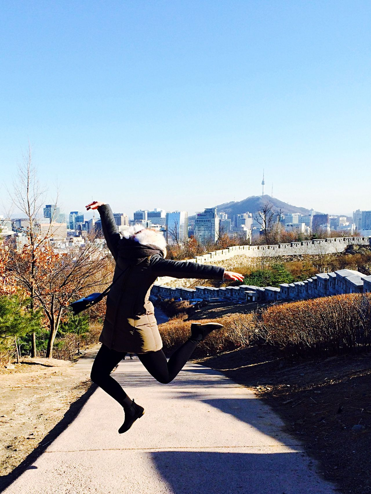 Seoul Fortress Inwangsan Hiking Hiking Trail On A Hike Perfect Weather Jumping Lotti On Tour Kids Having Fun and Lotti no Head :)
