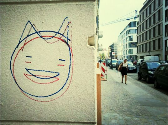 smile at Linienstr. by gibsy