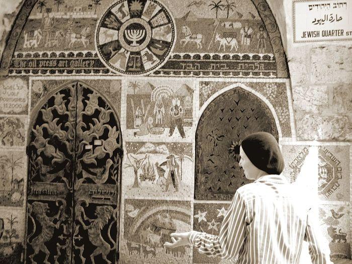 Jerusalem Oldcity Jewish Quarter  Streetphotography Woman Hand Light Mosaic Hebrew