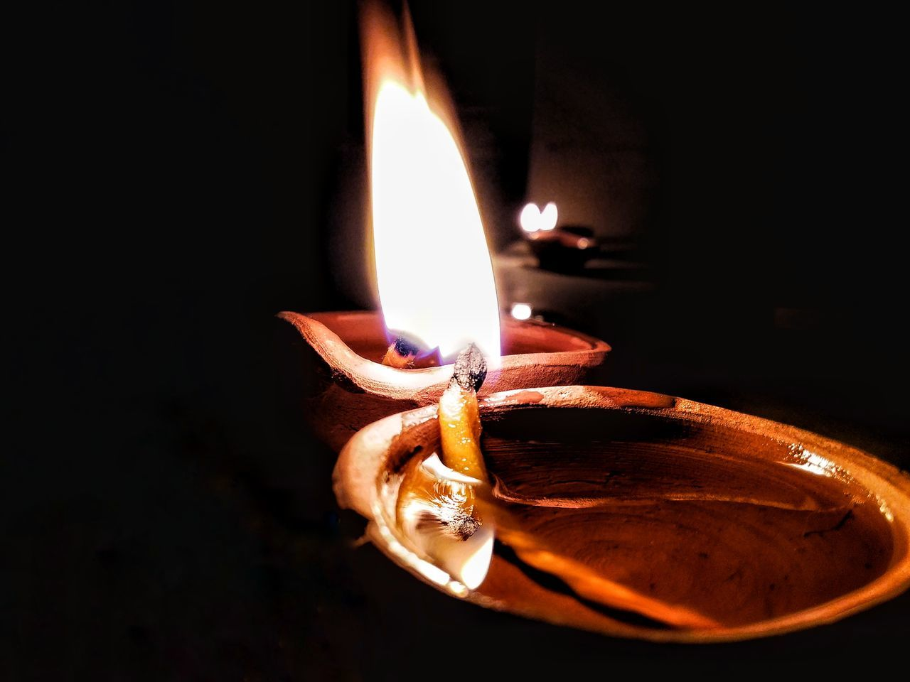 Befriending Maximum Closeness Flame Burning Illuminated Close-up Heat - Temperature Oil Lamp Diya - Oil Lamp Cultures Diwali Taking Photos Check This Out Diwalicelebrations Diwali Diwali💟🎇🎆🌌 Diwali Celebration Macro Photography
