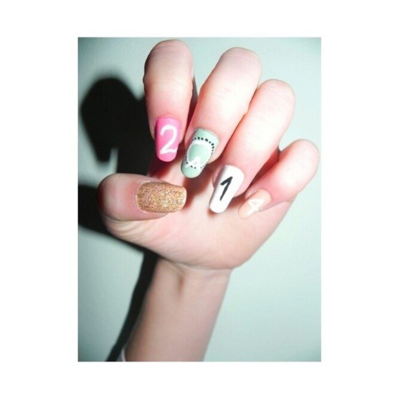 Moje Noworoczne Sylwestrowe Nailsy paznokcieHappyNewYear2014shinypinkmintwhiteblacknailpolish