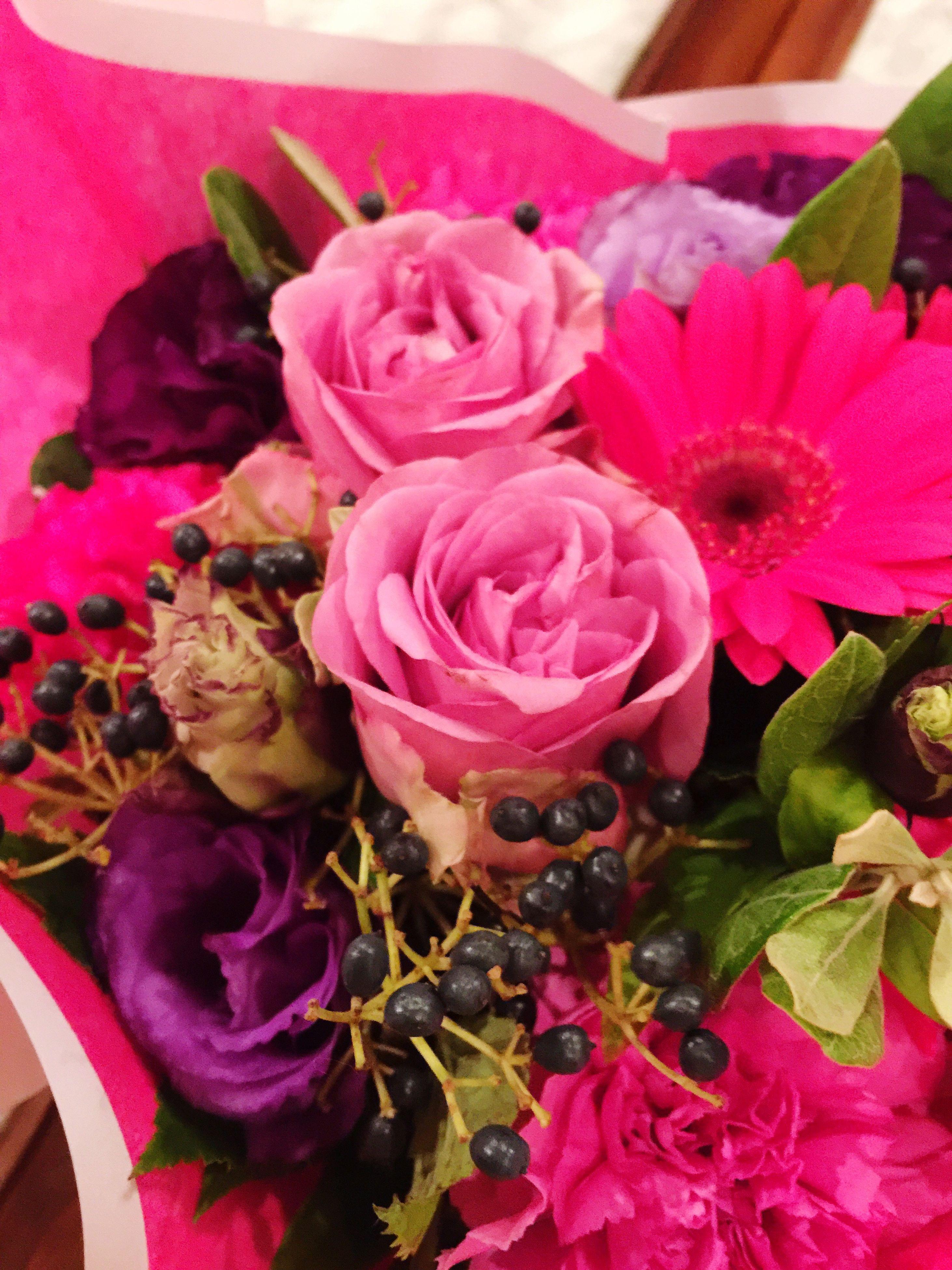 fragility, petal, freshness, flower, flower head, rose - flower, beauty in nature, bouquet, close-up, bunch of flowers, nature, season, blossom, indoors, multi colored, pink color, variation, arrangement, selective focus, softness, in bloom, flower arrangement, springtime, full frame, rose, vibrant color, botany, flower shop