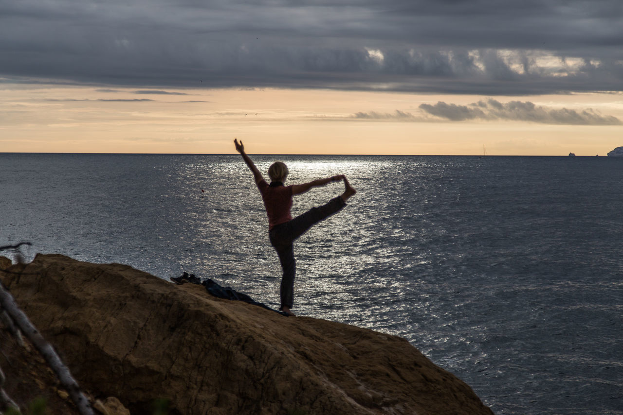 Blue Sea Bluesea Cassis Cassislescalanque Cloud - Sky Cloudy Meditation Mediterranean  Mediterranean Sea Outdoors Port Portrait Sea Seascape Seaside Sunset Yoga Yoga Pose Yogagirl