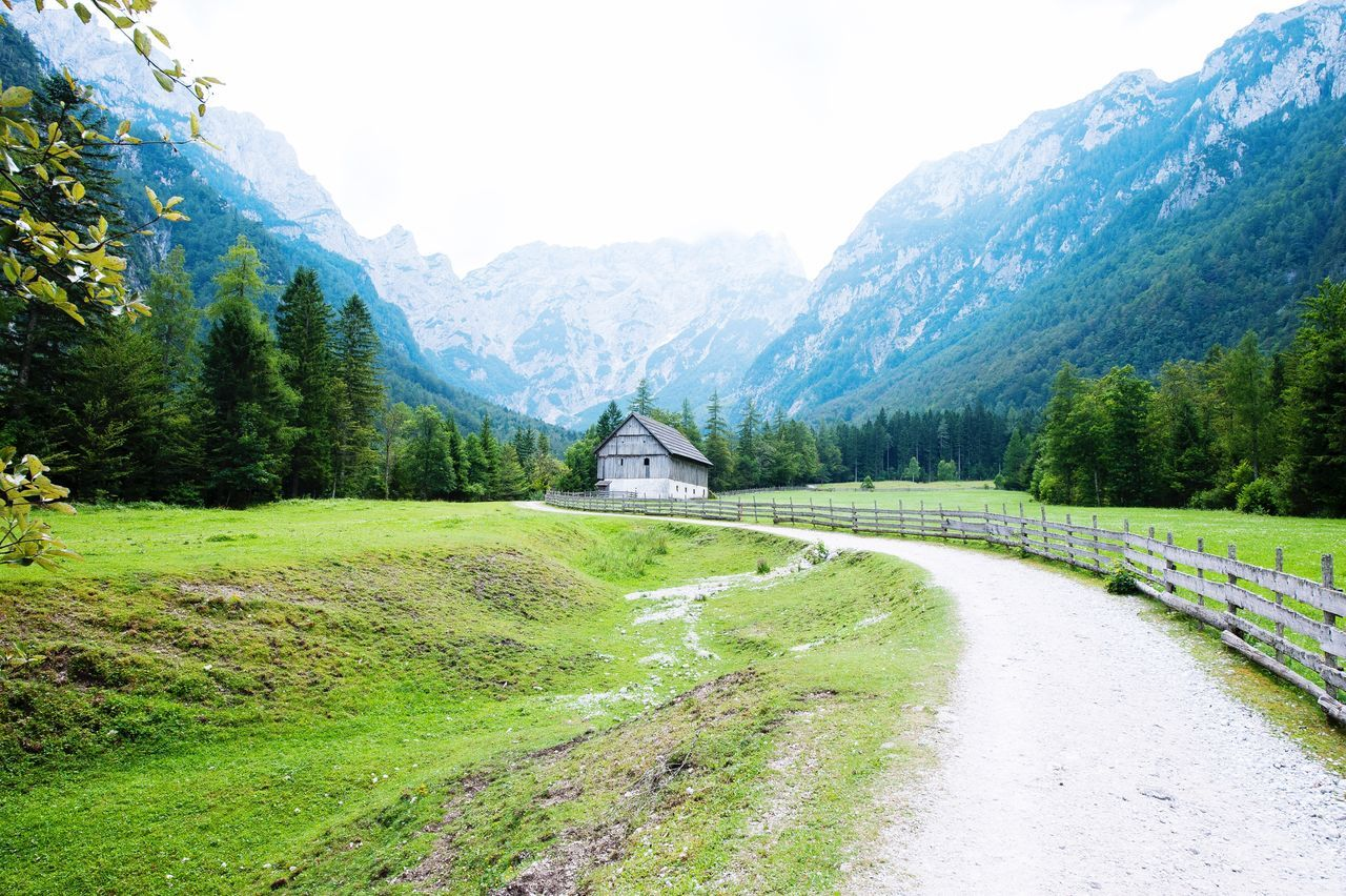 Wat a place to live! This barn was the domain of six beautifull horses! Mountain Landscape Nature Scenics Mountain Range Beauty In Nature Outdoors Tranquility Green Color Landscape_photography Nature's Diversities - 2016 EyeEm Awards Eye4photography  Nikon Landscape_Collection Nature_collection Rocks OpenEdit Nature Tranquil Scene Beauty In Nature