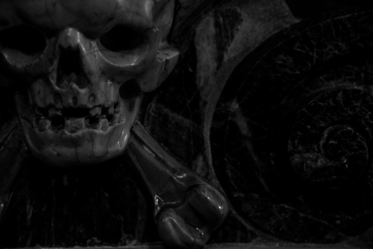 Aahhhrrggg. Close-up Darkness Pirate Pirates Cropped Roma Rome Europe Rome Italy Horror Bella Italia Italia Italy❤️ Black & White Blackandwhite Black And White Fortheloveofblackandwhite Marble Macabre Church Skulls And Bones Skull Human Skull Basilica