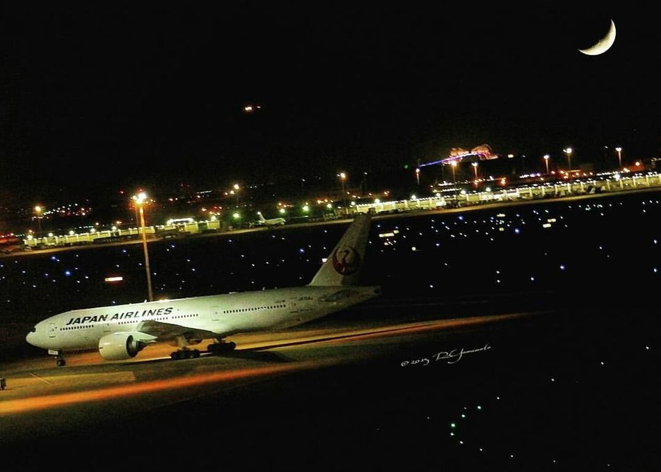 MIDNIGHT FLIGHT.. lit up above by a Crescent Moon. ✈🌛 カコツキ と Boeing 747 日本航空 JAL ..。| Location: Haneda Airport Ohta-ku, Tokyo ・ 羽田空港 東京都大田区 | Crescent Moon 三日月 日本航空 羽田空港第2ターミナル 羽田空港 Haneda International Airport Illuminated Night Moon Moonlightscape Moonlit Night Airport Runway Airportphotography From My Point Of View City Life City At Night EyeEm Gallery EyeEmNewHere EyeEm Best Shots High Angle View