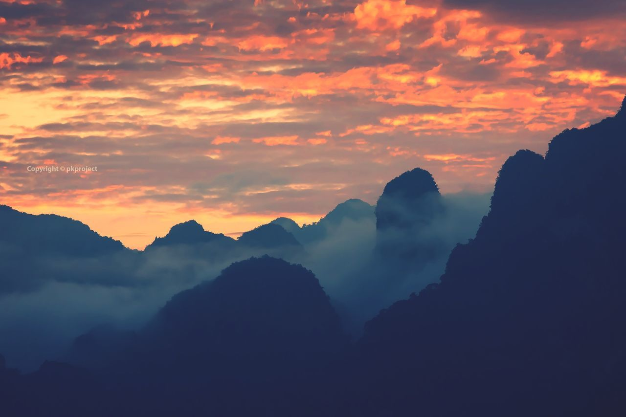 Fog and mountains view in the morning. Fog Foggy Mountain Mountains Mountain View Sunrise Sunset Sky Clouds Open Edit