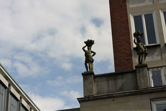 Bremen , Statue auf Gebäude, Archikektur,