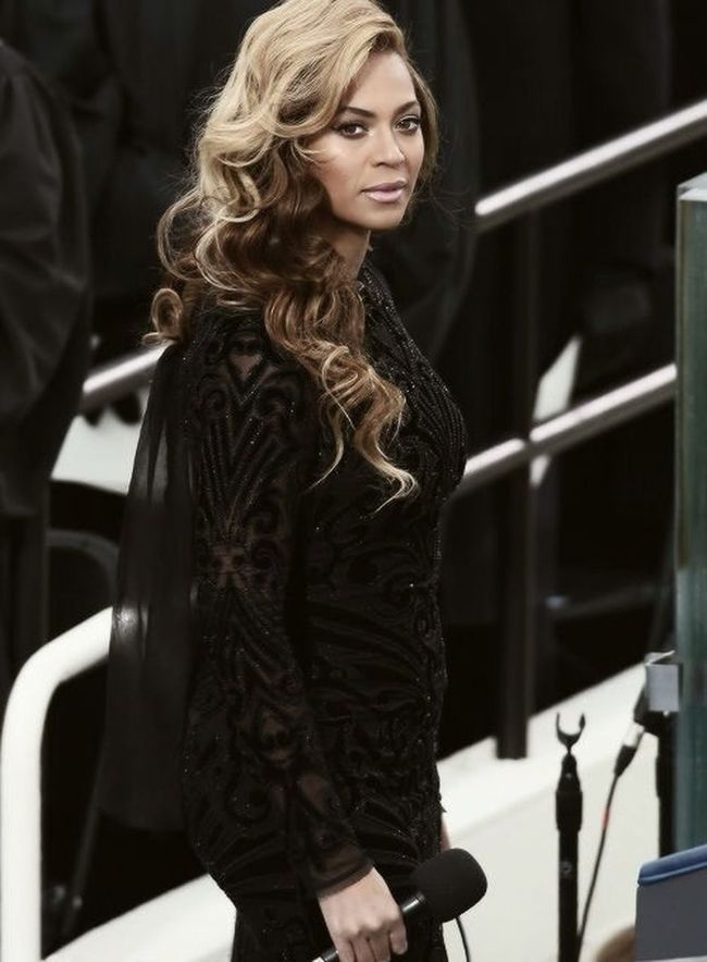 Sweet Jesus she's Gorgeous !!