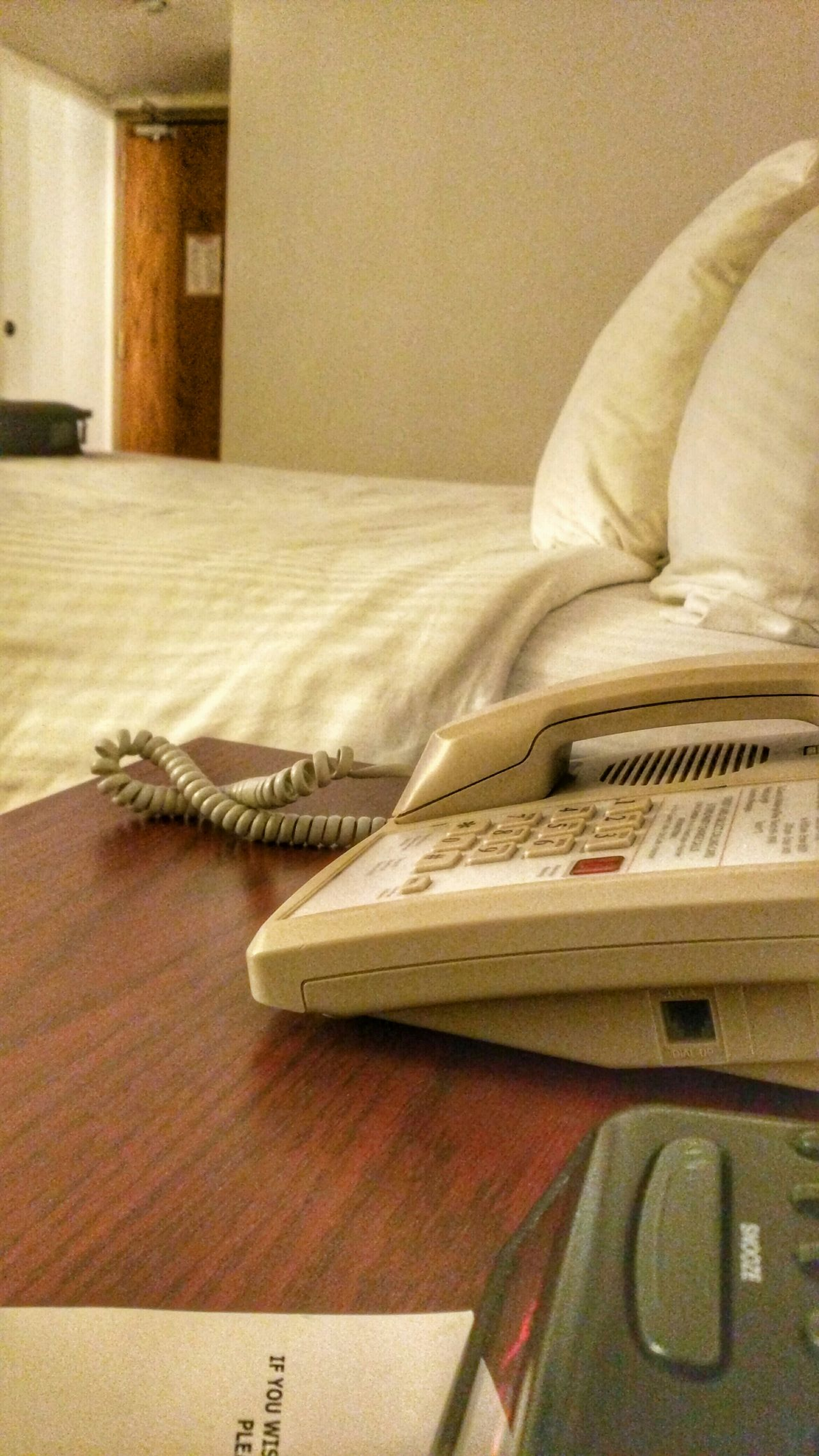 Hotel Phone Bed Time Room Roomview Bedtime Bed