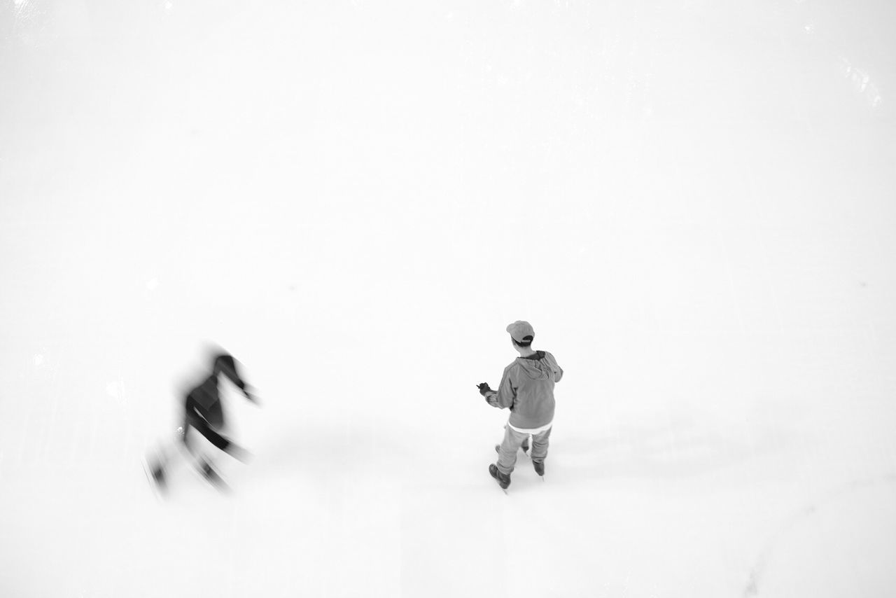 real people, full length, speed, blurred motion, men, motion, lifestyles, outdoors, two people, day, sky, people