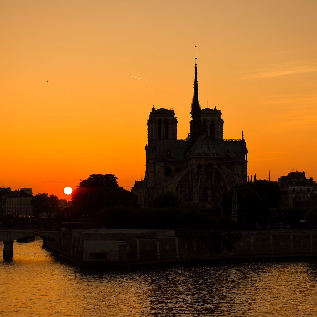 Bonsoir Paris! Good Evening Paris! Sunset Architecture Orange Color Waterfront Parisweloveyou EyeEm Best Shots Paris Photooftheday Eyem Best Shot - Architecture Paris ❤