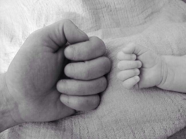 Seite an Seite Vater & Sohn Blackandwhite Fight Faust Lovetotakepics Father Father & Son Love