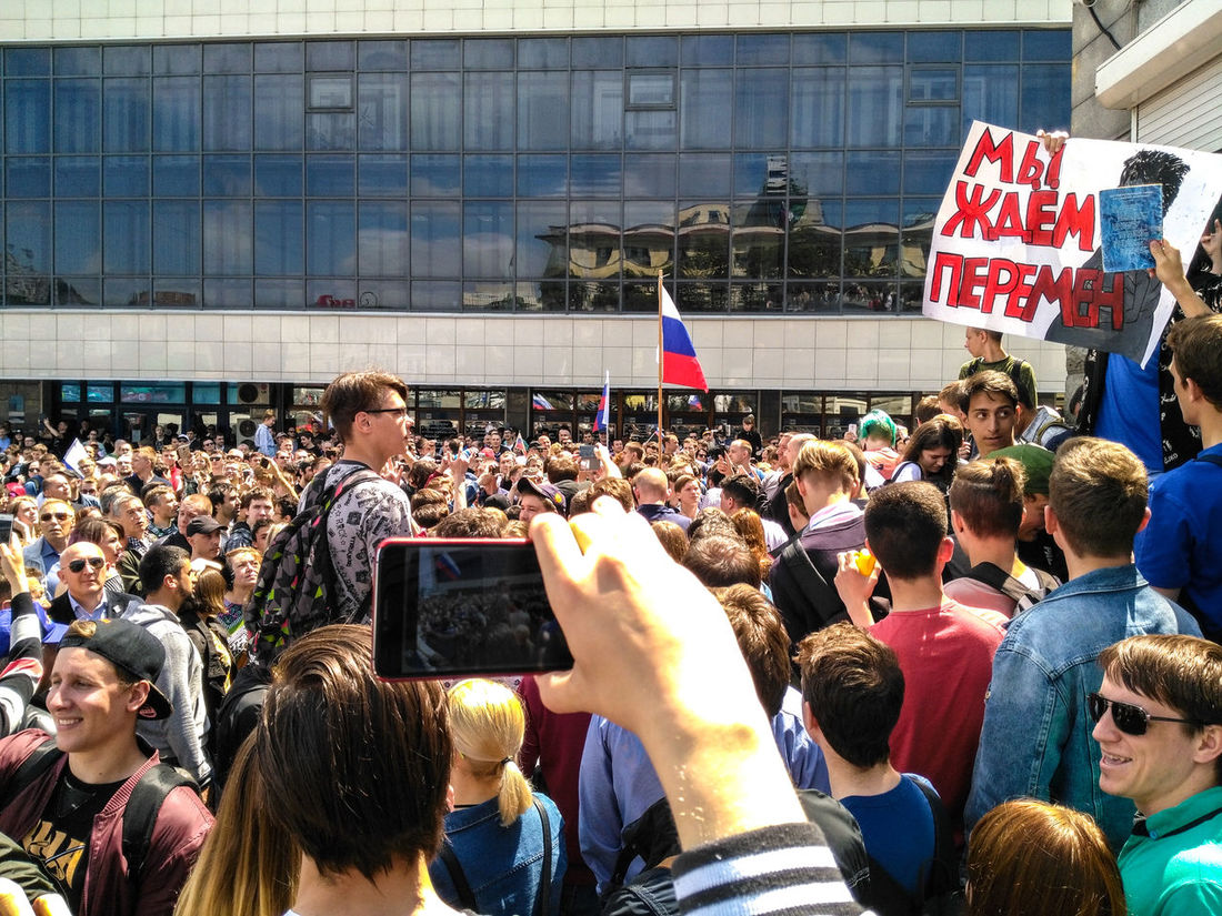 """On poster writed: """"We are waiting for changes"""" (from the song of Viktor Tsoi). 12June2017 12June Large Group Of People Crowd Fan - Enthusiast Arts Culture And Entertainment Communication Event Enjoyment Togetherness Performance Audience Celebration Spectator Encouragement Excitement Day Live Event Real People Cheering Medvedev Corruption Resist Russian Flag The Photojournalist - 2017 EyeEm Awards EyeEmNewHere"""