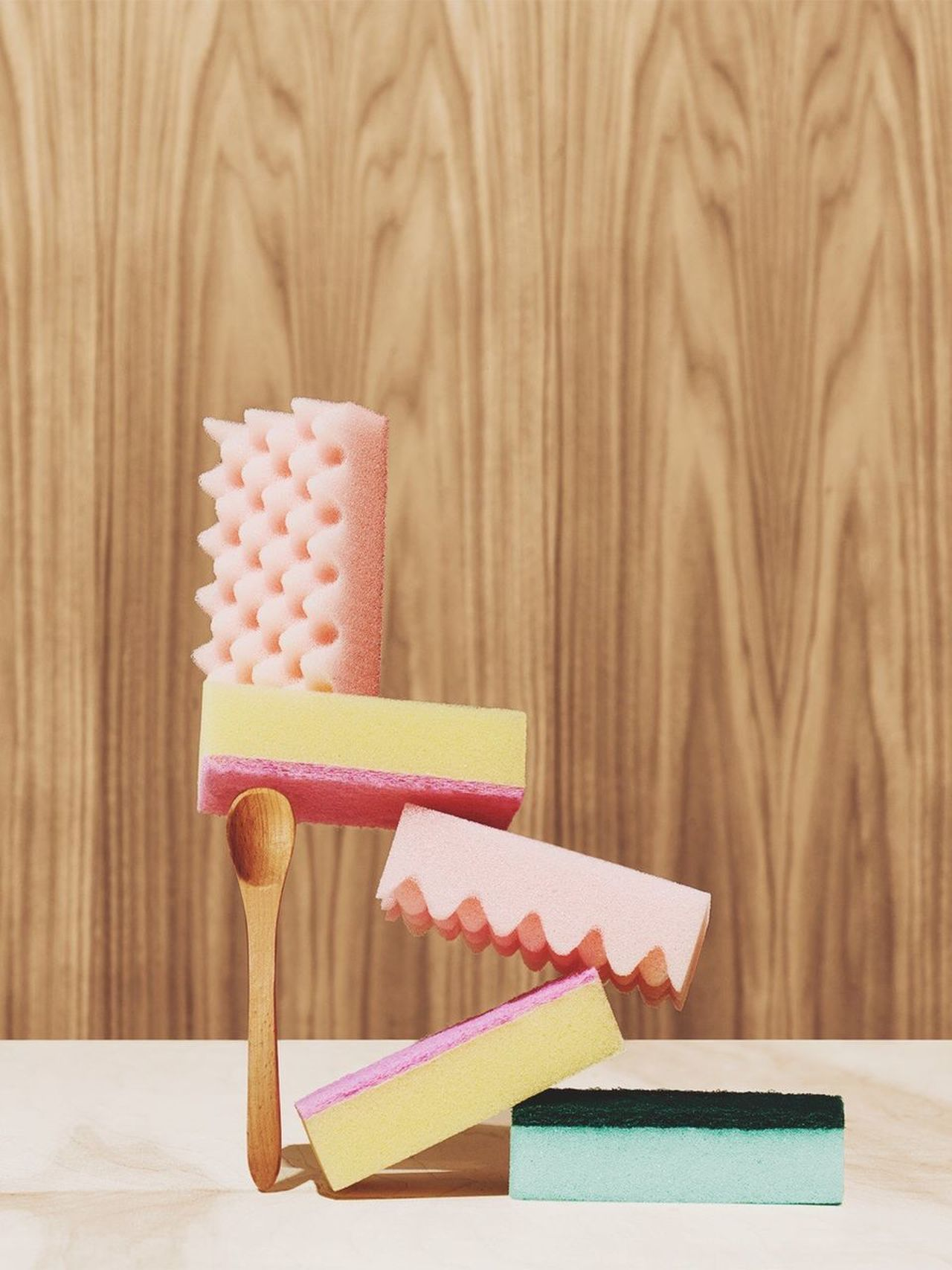 Wood - Material Indoors  Table Sponge Wooden Spoon Daiso Balancing Balancing Act Wood Paneling Wood Grain Shapes And Forms Fresh on Market 2017 Studio Shot Monochrome_life Suspension No People Close-up Day
