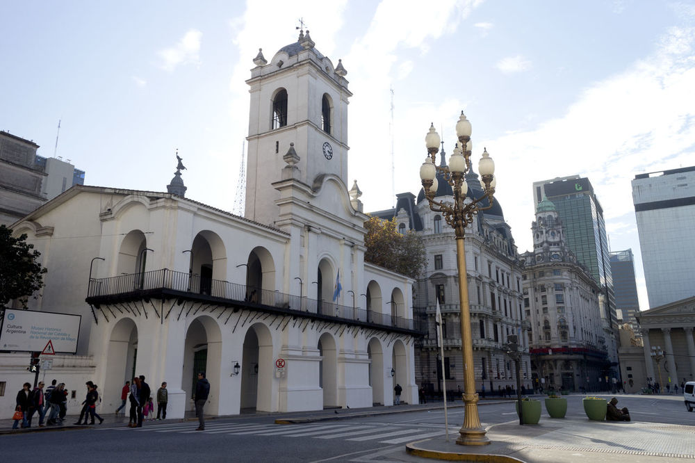 """Cabildo de Buenos Aires. The Buenos Aires Cabildo - Cabildo de Buenos Aires - is the public building in Buenos Aires that was used as seat of the """"ayuntamiento"""" during the colonial times and the government house of the Viceroyalty of the Río de la Plata. Today the building is used as a museum. Architecture Buenos Aires Buenos Aires Citytour Buenos Aires Emblematic Buildings Buenos Aires Emblematic Places Buenos Aires, Argentina  Building Exterior Built Structure Cabildo Cabildo De Buenos Aires Cabildo Museum Day Historical Building Historical Place Outdoors Plaza De Mayo Plaza De Mayo Argentina"""