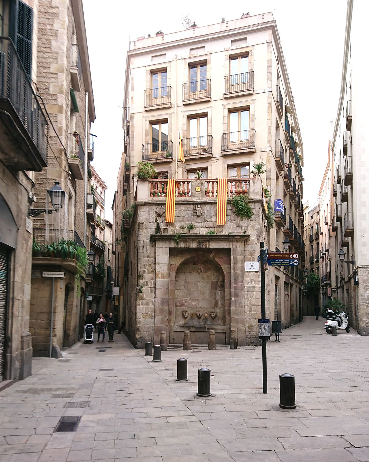 This old town... Architecture Building Exterior Built Structure History City Day Travel Destinations No People Outdoors Sky Barcelona Old Town Neighborhood Map