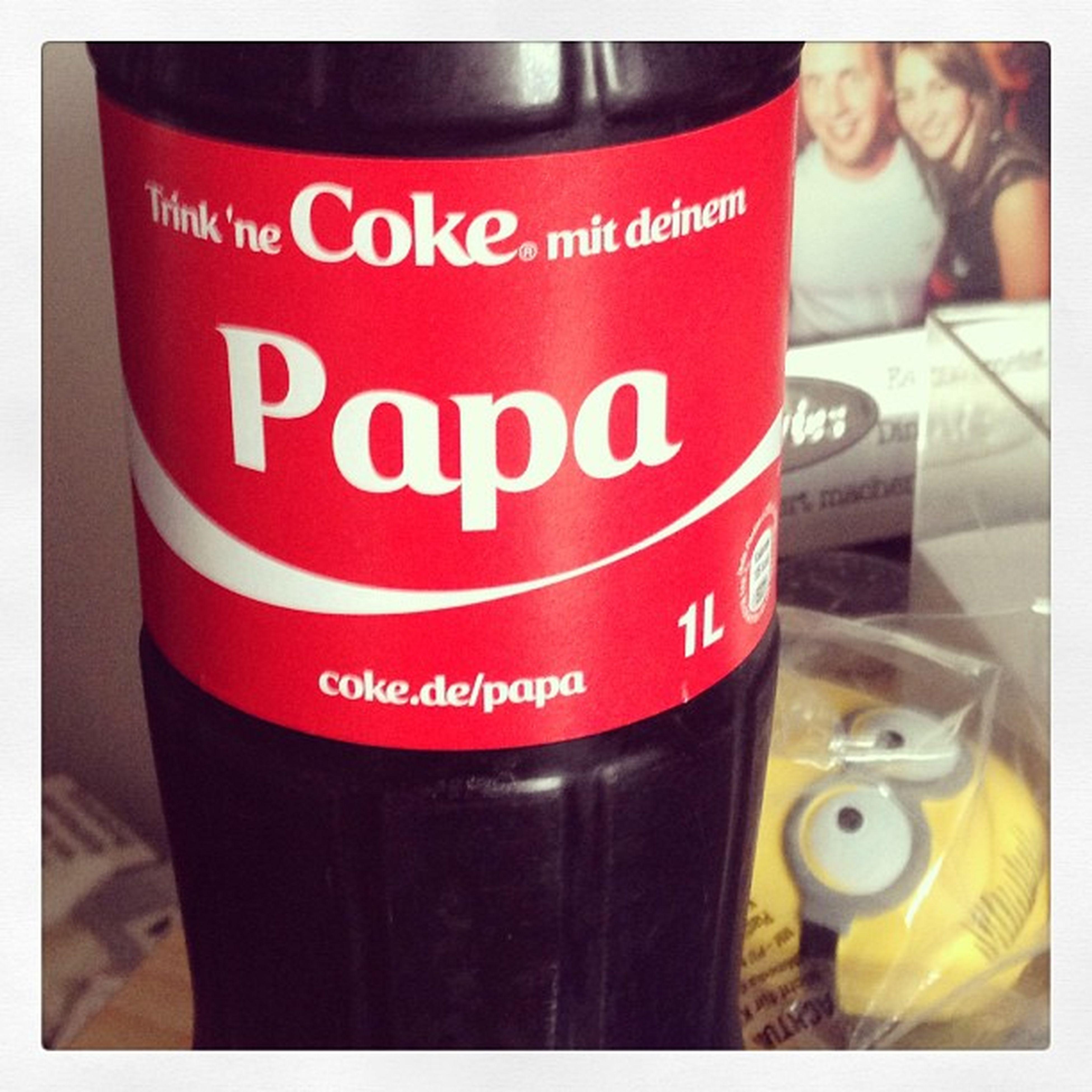 "Trinknecokemit deine Papá sagt Cola.... Vater sagt ""Wo ist der Whisky"" :)"