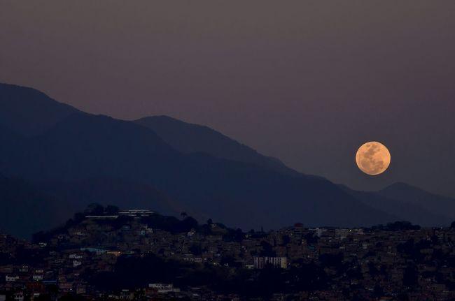 Luna Alcalina !!! 23/01/2016 Sky_collection Eye4photography  EyeEm Best Shots Caracas Venezuela TheMinimals (less Edit Juxt Photography) The Purist (no Edit, No Filter) Sky_collection Moon 2016