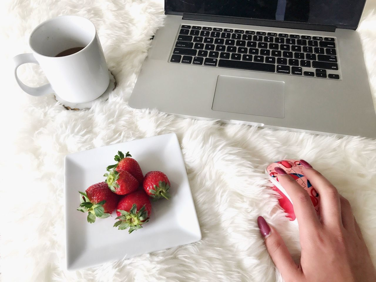 Laptop Food And Drink Indoors  Computer Keyboard Healthy Eating High Angle View Red Coffee Cup Fur Cute Girly EyeEmNewHere